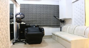 Blow - A Renew Salon - Phase V DHA, Karachi - Beauty Parlour & Salon  | Croozi